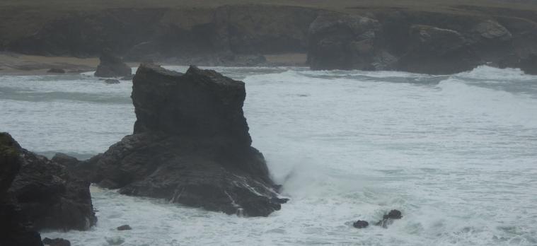 006_087_SeaLashingRocks