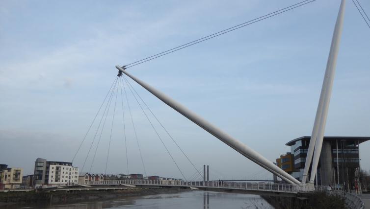 b_025_049_Newport_Millenium_Bridge