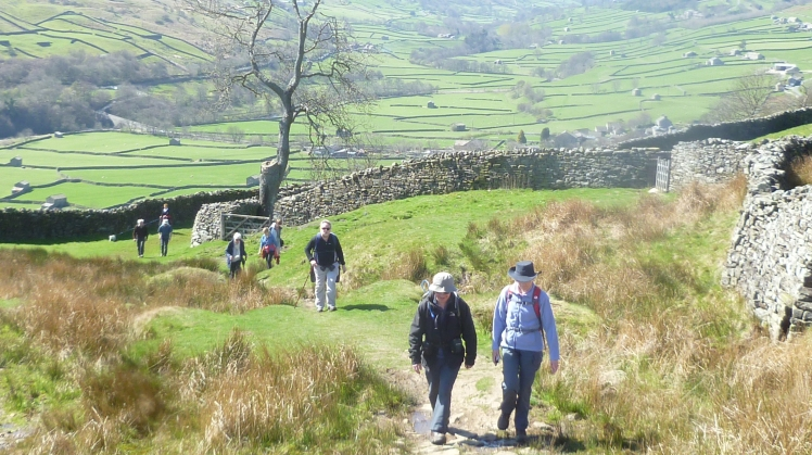 b_031x_000_Swaledale_Good_Friday_Walk