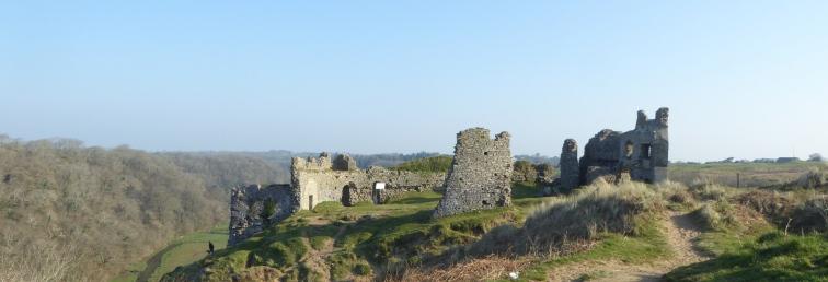 b_032_038_Pennard_Castle
