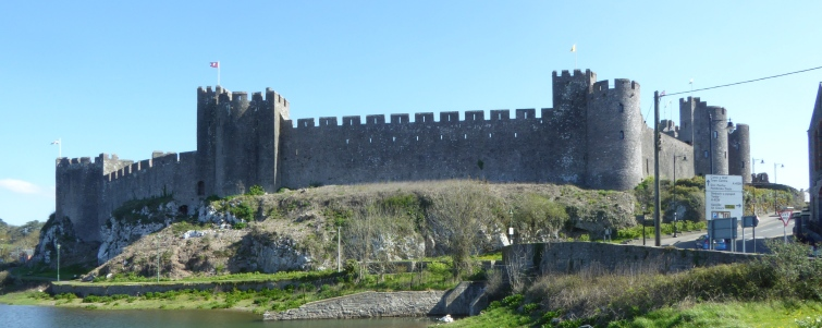 b_043_083_Pembroke_Castle