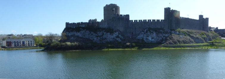 b_043_084_Pembroke_Castle