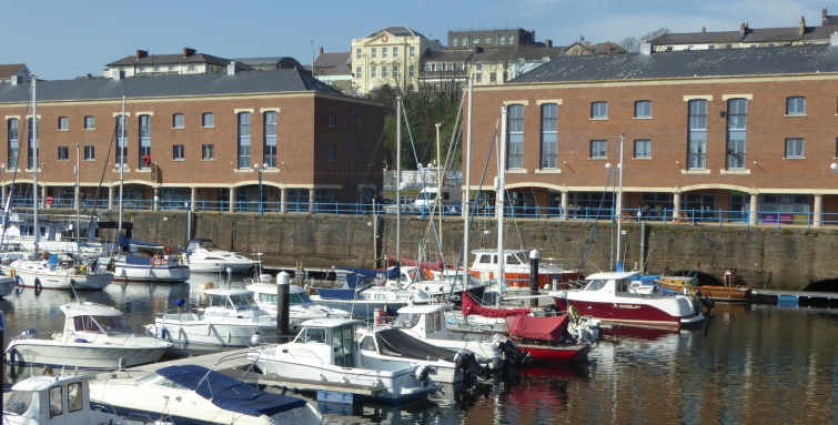 b_043_108_Milford_Haven_Marina