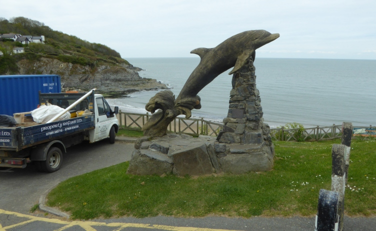 b_053_016_Aberporth_Wooden_Dolphin