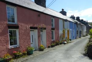 b_055_030_Aberarth_Picturesque_cottages