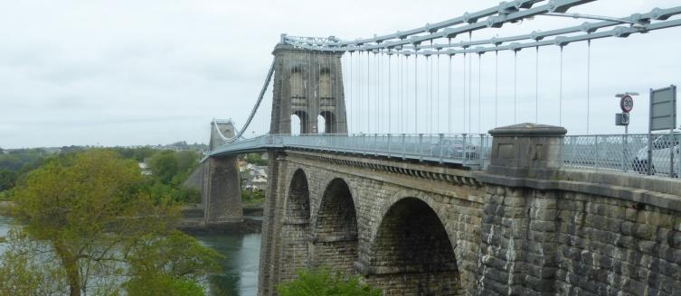 b_068_302_Bangor_Menai_Bridge