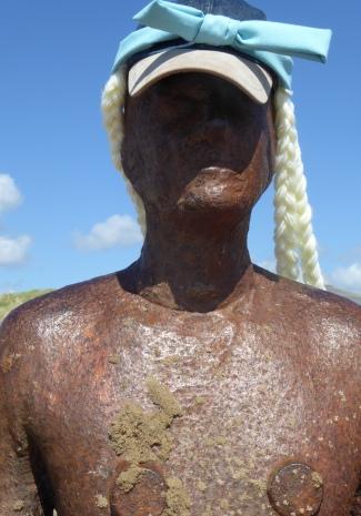 b_075_055_Crosby_Statue