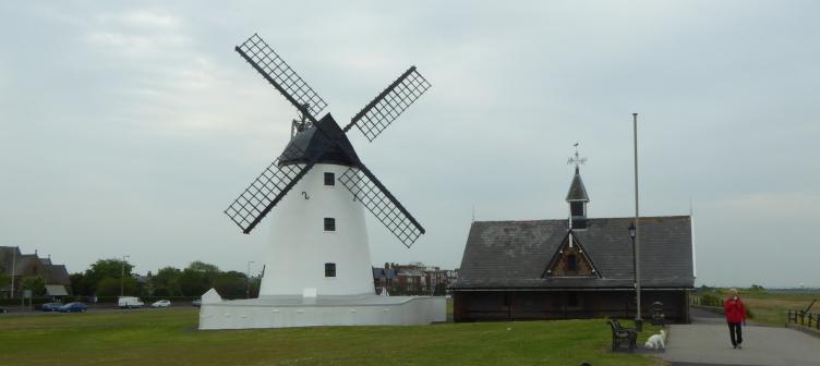 b_079_108_Lytham_Windmill