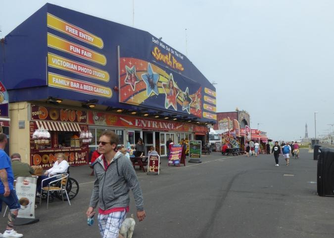 b_080_123_Blackpool_South_Pier