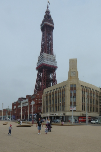 b_080_126_Blackpool_Tower