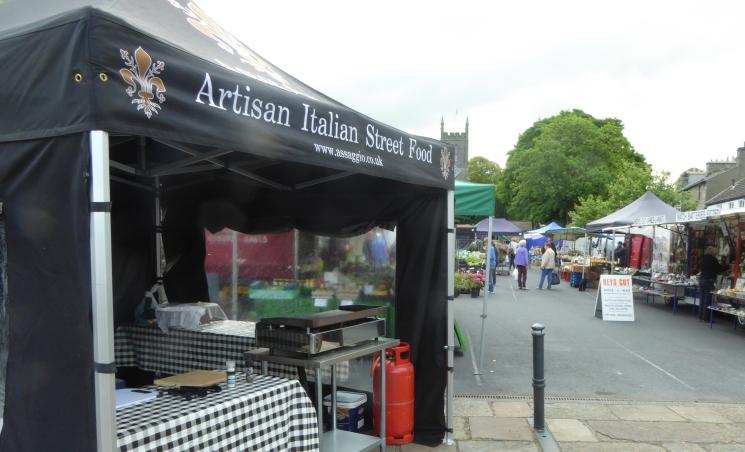 b_084_074_Milnthorpe_Market_Day