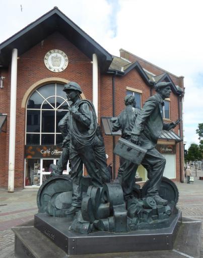 b_086_109_Ulverston_Statue_Workers