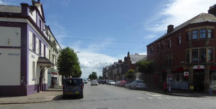 b_092_075_Silloth_Cobbled_Street