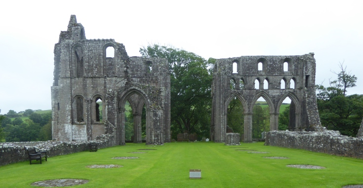 b_099_142_Dundrennan_Abbey