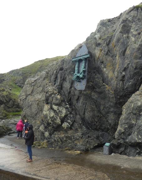 b_108_080_Portpatrick_Rocks