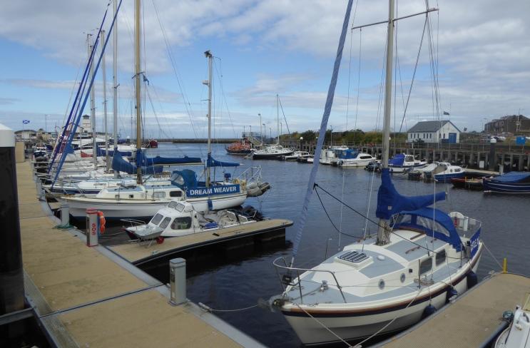 b_113_181_Girvan_Harbour