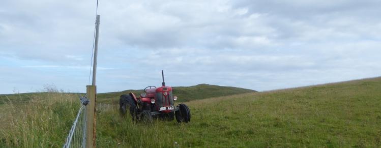 b_119_048_Canpbeltown_RoadTo_LussaLoch_Tractor