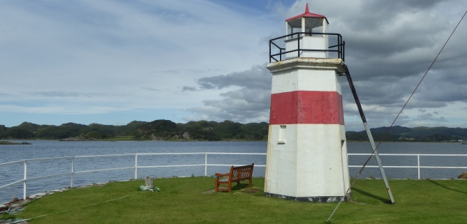 b_127_229_Crinan_Lighthouse