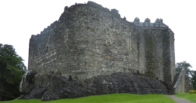 b_132_077_Dunstaffnage_Castle