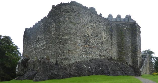 b_132_077_Dunstaffnage_Castle