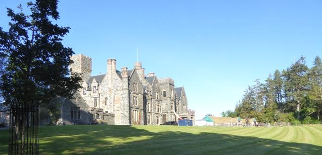 b_153_225_Duncraig_Castle