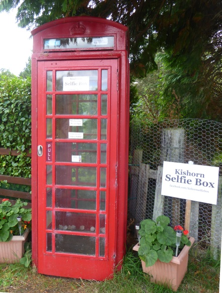 b_155_062_Kishorn_SelfieTelephoneBox