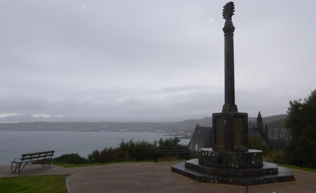 b_160_166_GairlockSands_Monument