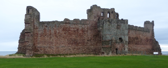 b_253_069_NorthBerwick_TantallonCastle