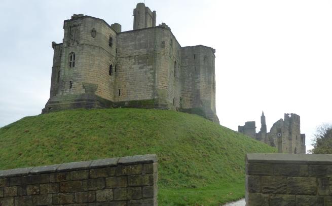 b_259_183_Warkworth_Castle