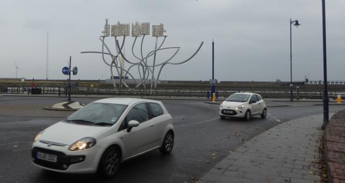 b_261_213_Blythe_Roundabout