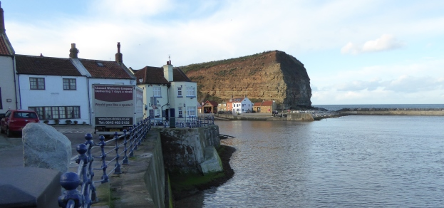 b_266_331_Staithes_Harbour