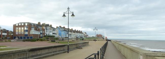 b_272_023_Hornsea_Promenade